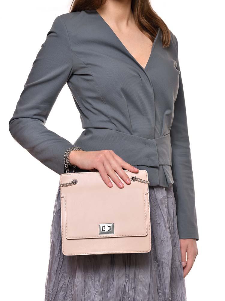 заказать в фотостудии предметную фотосъемку женских сумок под Wildberries